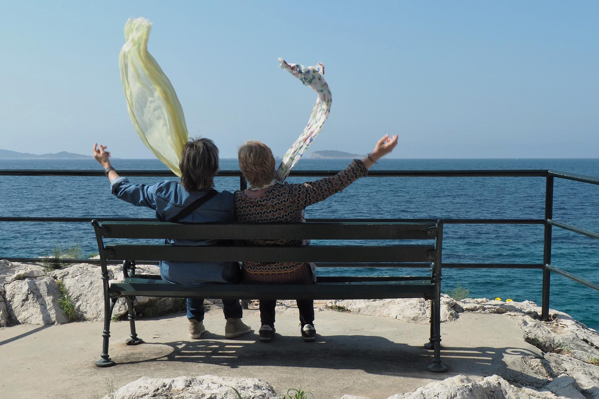 2 Converses al vent